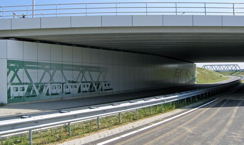 doorkijkje onder viaduct richting ecombiduct